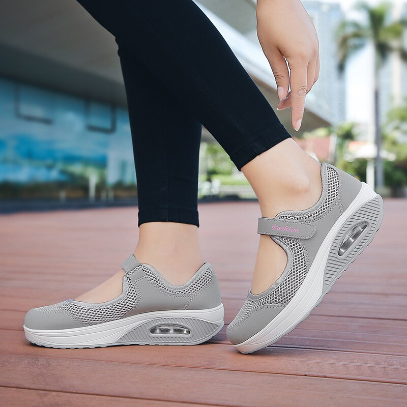 Women's Outdoor Sports Shoes Velcro Cushion Anti-skid Mesh Breathable Walking Shoes 35-42